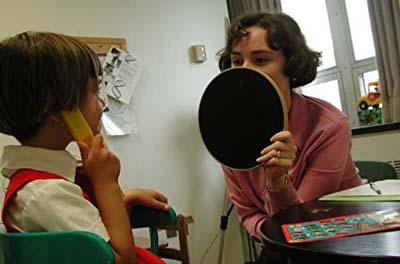 cochlear implants helps deaf children learn speech The reason for this finding could be that children with cochlear implants are older when they are first exposed to spoken language opn continues to improve speech understanding we observed that when deaf children get their implants, they learn words faster than those with normal.