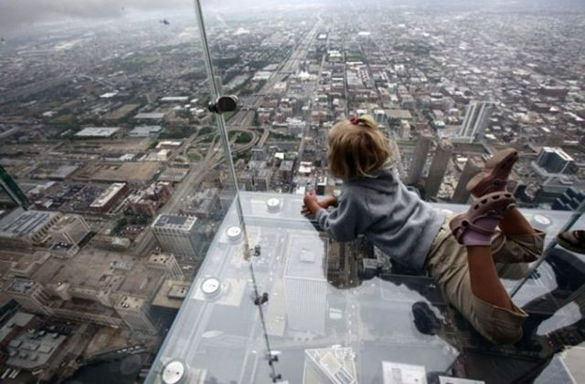 child at Chicago Willis tower